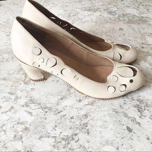 Tracey Nuel TN 29 Cream Eyelet Heel Shoes Size 40